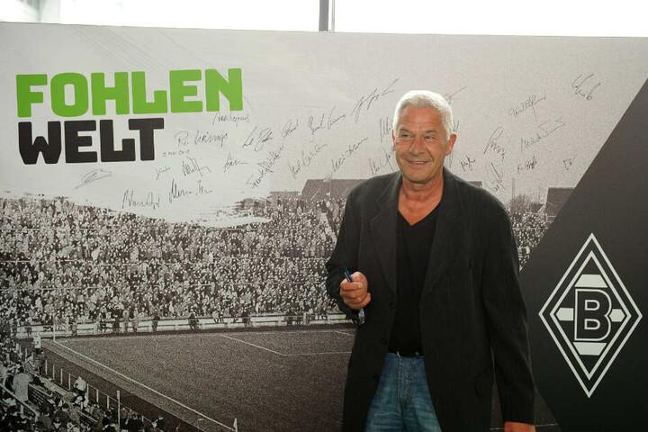 """Hans-Jörg Criens schoss viele Tore als Einwechselspieler und war daher einer der Fußballer, der den Begriff des """"Jokers"""" entscheidend mitprägte. Hier steht er 2019 im Fußballmuseum."""