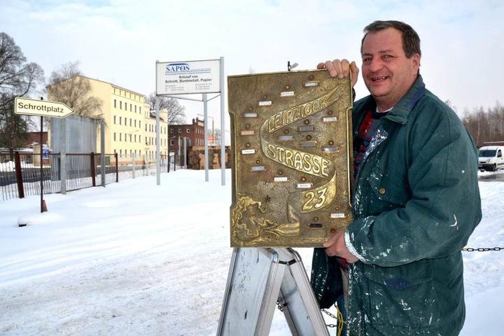 Detlef Klotzsche konnte die geklaute Platte am Mittwoch wieder zurückholen.