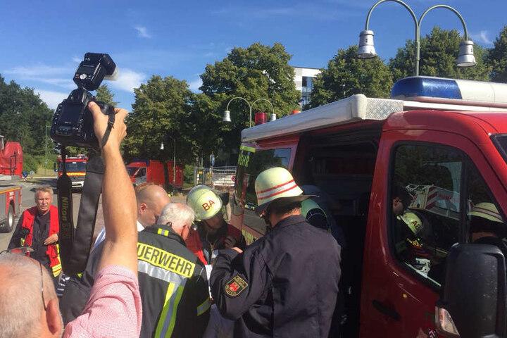 Seit dem Nachmittag kämpft die Feuerwehr gegen den Rauch.