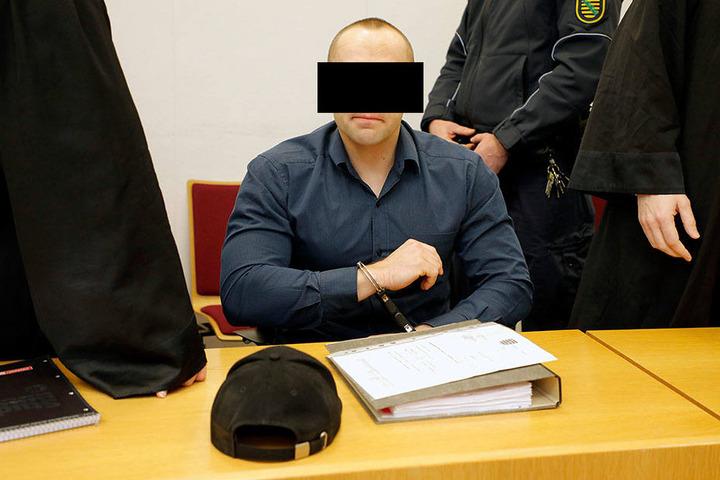 Robert G. (32) muss sich seit Freitag vor Gericht wegen Totschlags verantworten.