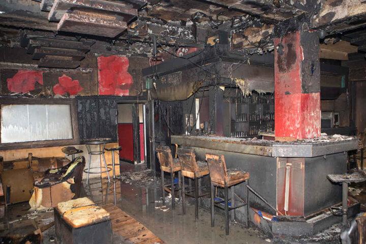 Die Innenräume des Lokals wurden durch die Flammen schwer beschädigt.