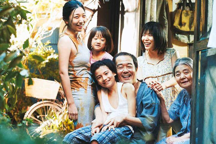 Die versammelte Familie Shibata.