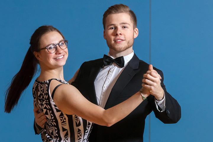 Merle Riether (18) und Daniel Melzer (20) sind als Debütanten beim Semperopern-Ball dabei.
