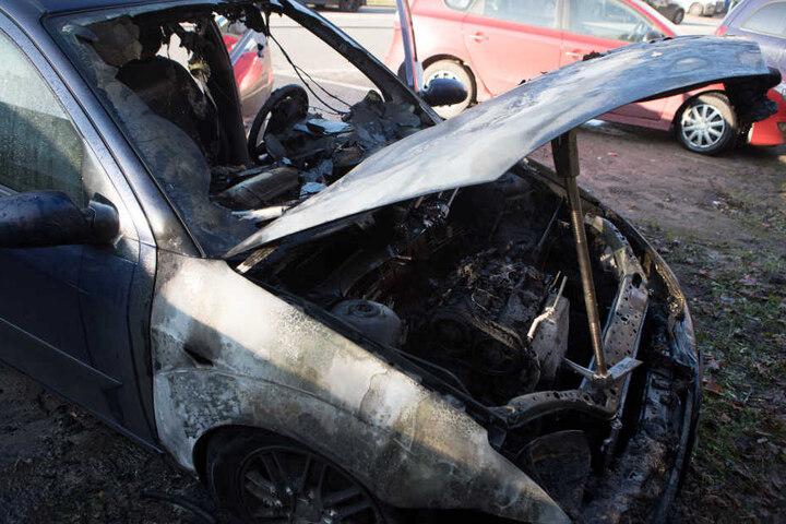 Das Feuer beschränkte sich nur auf den vorderen Teil des Fahrzeuges.