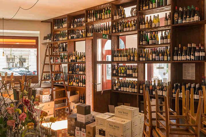"""Es gibt natürlich neben den Edel-Burgundern noch jede Menge anderer guter Tropfen in der """"Weinzentrale""""."""