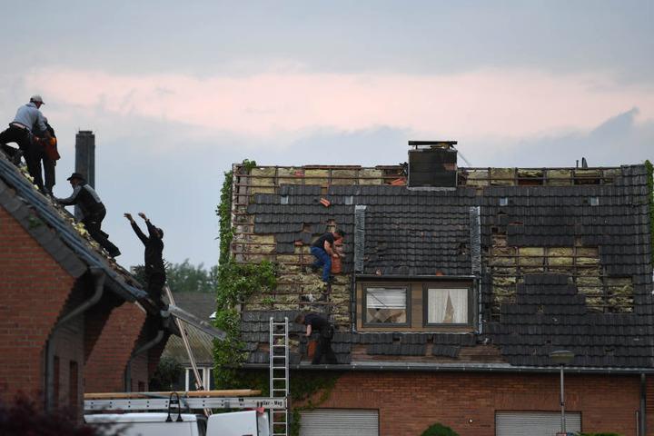 Etliche Dächer wurden vom Wind zerstört.