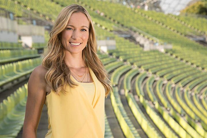 Ex-Kickbox-Weltmeisterin Dr. Christine Theiss moderiert wie die letzten Jahre die Sendung.