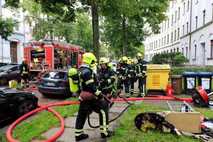 Die Feuerwehr konnte den Brand in dem Mehrfamilienhaus schnell löschen.
