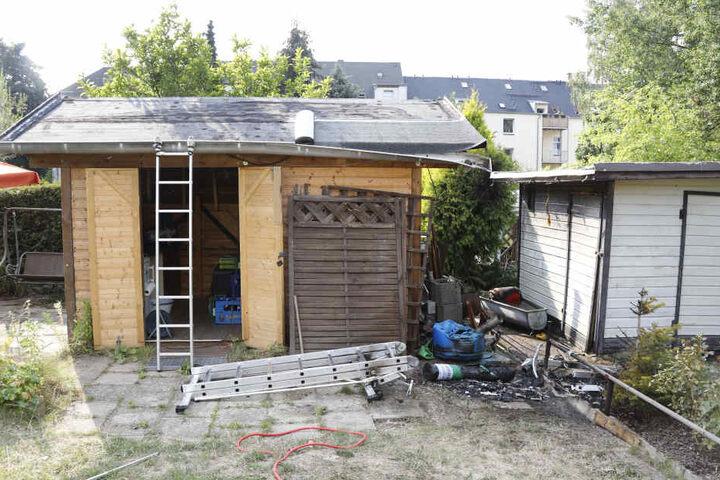 Bei Dachdeckerarbeiten an einer Laube passierte das Unglück.