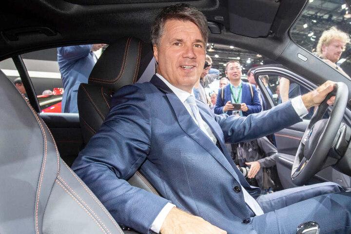 Mehr Vorteile für E-Autos! BMW-Chef Harald Krüger verdeutlicht die aktuelle Problematik.