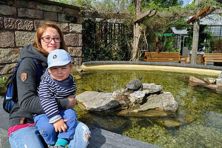 Arlette Langer (27) kommt mit Söhnchen Till (2) gern in den Botanischen Garten.