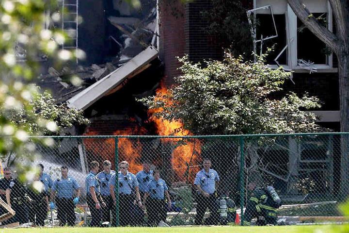 Ein Schulgebäude stürzte durch die Explosion zusammen.