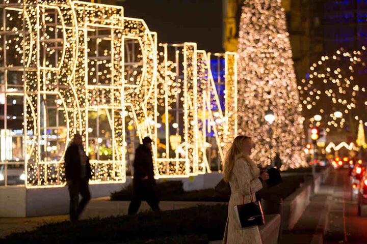 Ab Wann Weihnachtsbeleuchtung.So Schön Erstrahlt Das Lichtermeer Am Ku Damm Tag24