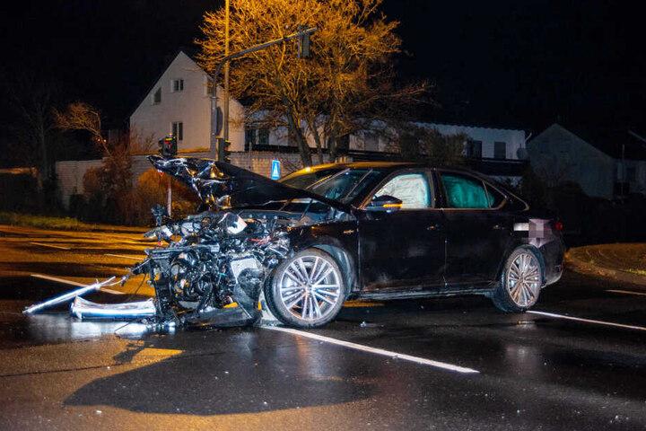 Der Fahrer des schwarzen Skoda hatte an einer Kreuzung eine rote Ampel ignoriert.
