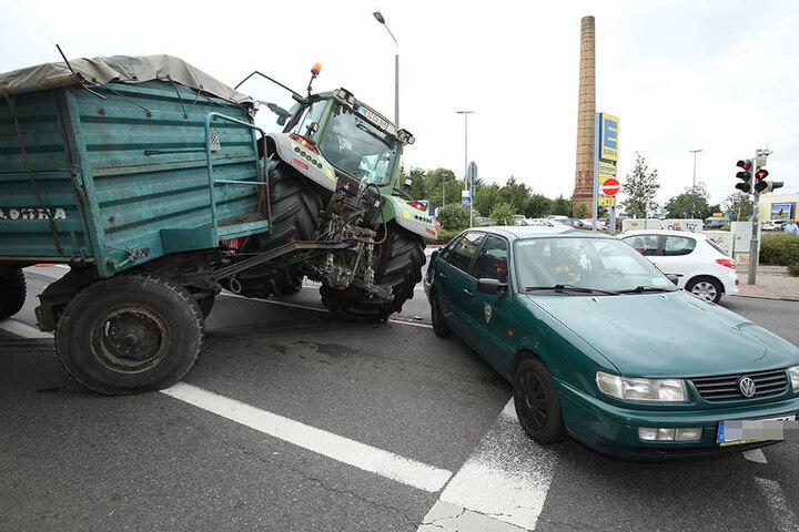 Zum Glück gab es bei dem Unfall keine Verletzten. Der Sachschaden beträgt etwa 10.000 Euro.