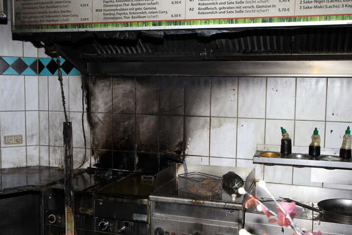 Komplett schwarz war die Fritteuse nach dem Brand.