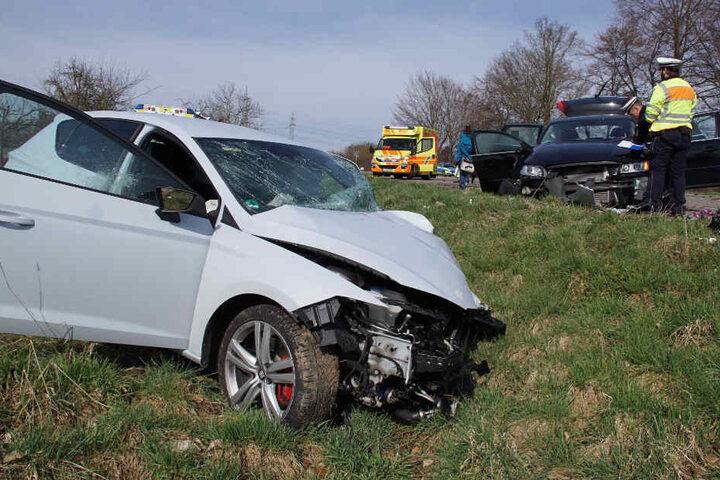 Ein Seat (links) und ein Volvo waren in den heftigen Crash verwickelt.