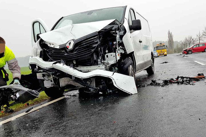 Das dahinter fahrende Auto reagierte zu spät und fuhr auf das bremsende Fahrzeug auf.