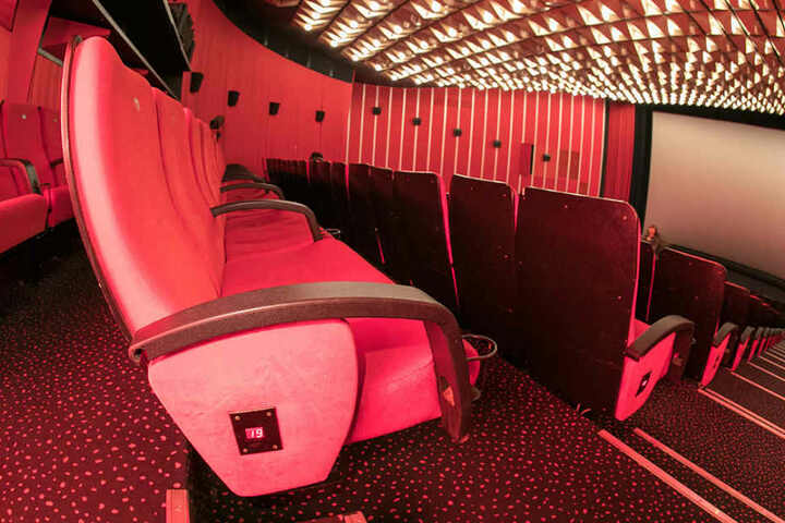 Den Einzelsitz gibt's für nur zehn Euro, für den gemütlichen Doppelsitz müsst Ihr 20 Euro blechen.