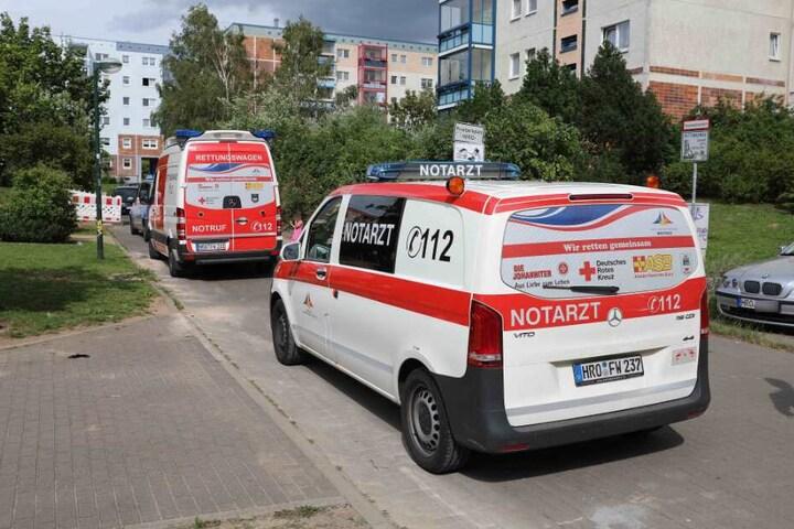 Rettungskräfte eilen zum Unfallort.