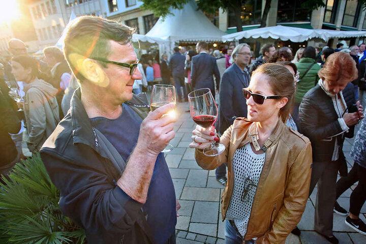 Schmeckt's? Der Bielefelder Weinmarkt zieht jedes Jahr zehntausende Besucher an.