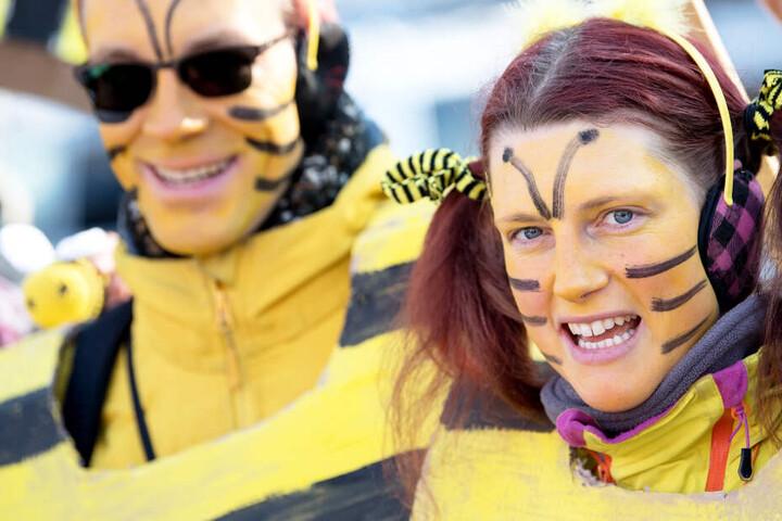 Viele Menschen machen auf das Volksbegehren auch mit bunten Kostümen aufmerksam. (Archivbild)