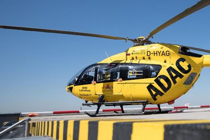 Mit einem Rettungshubschrauber musste der 6-Jährige in eine Spezialklinik geflogen werden. (Symbolbild)