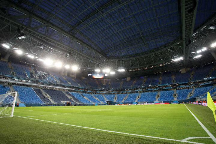 Das Dach der Sankt Petersburger WM-Arena wurde am Donnerstag geschlossen. Während vor dem Stadion Temperaturen von um die minus 10 Grad herrschten, waren es im Inneren 17 Grad.