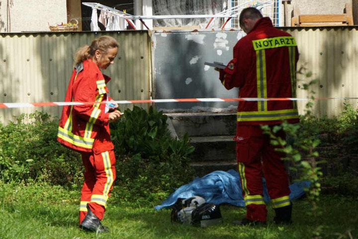 Als die Rettungskräfte eintrafen war es schon zu spät, die Person war bereits tot.