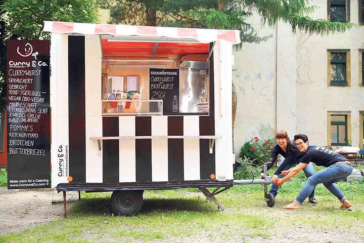 curry schwestern auf expansions kurs wer hat bock auf wurst. Black Bedroom Furniture Sets. Home Design Ideas