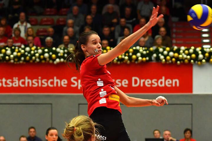 Dresdens Ivana Mdrak, hier im Angriff, ist sehr verlässlich in allen Elementen. Beim 3:1 in Erfurt glänzte sie mit 17 Punkten und einer schönen Aufschlagserie.
