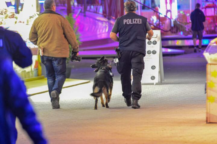 Da zunächst unklar war, wo genau sich der Tatort befindet, wurde ein Spürhund der Polizei eingesetzt.