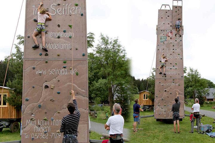 """In der grünen Idylle des """"Kleinen Vorwerks"""" in Sayda erholen sich die Familien beim Klettern und Spielen an der frischen Luft."""