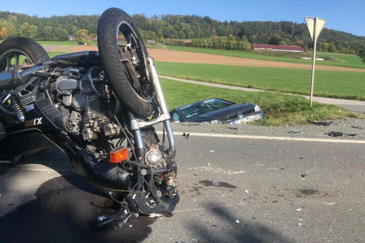 Der 48-jährige Motorradfahrer verstarb trotz Reanimationsmaßnahmen.