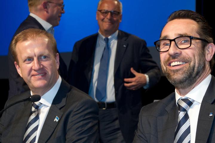 Herthas Finanz-Chef Ingo Schiller und Manager Michael Preetz bei der Mitgliederversammlung.