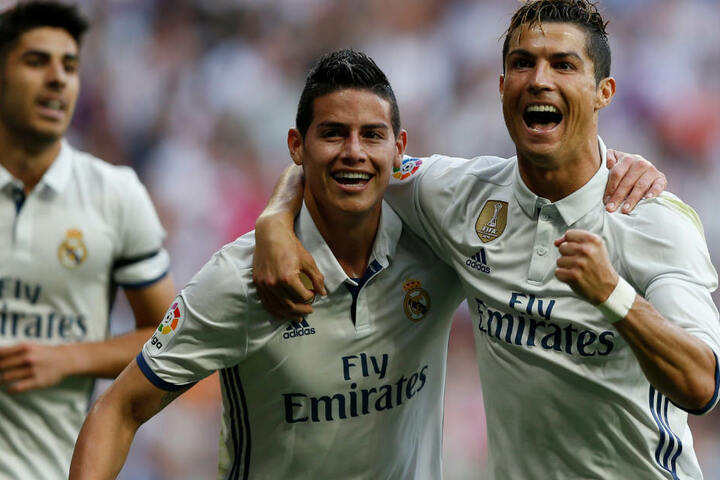 James Rodríguez (M.) und Cristiano Ronaldo (r.) standen für Real Madrid auf dem Rasen. (Archivbild)