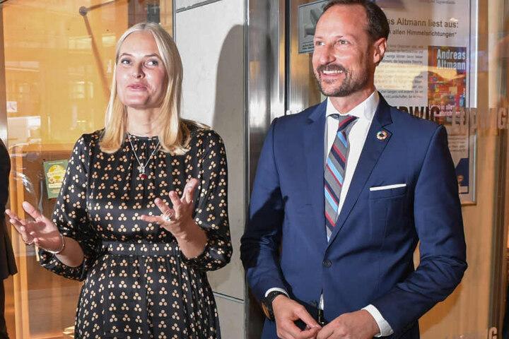 Das norwegische Kronprinzenpaar besuchte die Buchhandlung Ludwig.