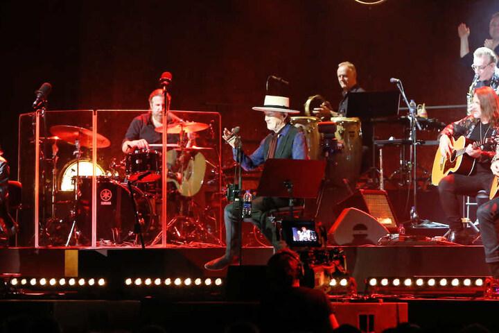 Insgesamt zweieinhalb Stunden rockten der Erfolgs-Musiker und seine Band die Leipziger Arena.