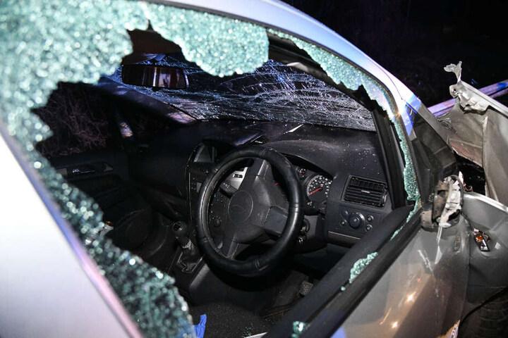 Der Van wurde völlig zertrümmert.