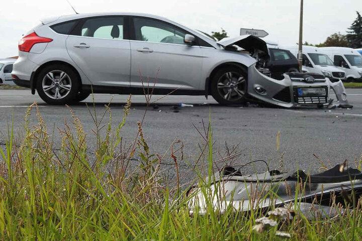 Die Fahrerin des Fords wurde bei dem Unfall verletzt. Sie musste in ein Krankenhaus gebracht werden.