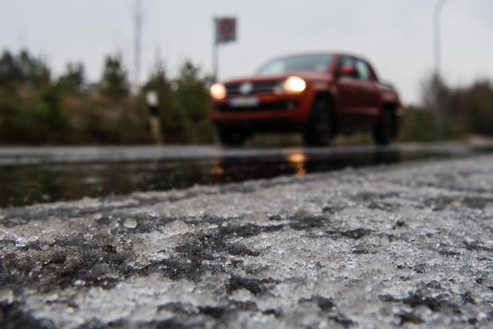 Glatteis führt oft zu Unfällen.