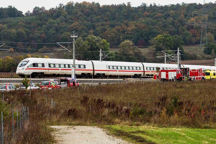 Einsatzkräfte aus Sachsen-Anhalt und Thüringen eilten zu dem liegengebliebenen ICE.