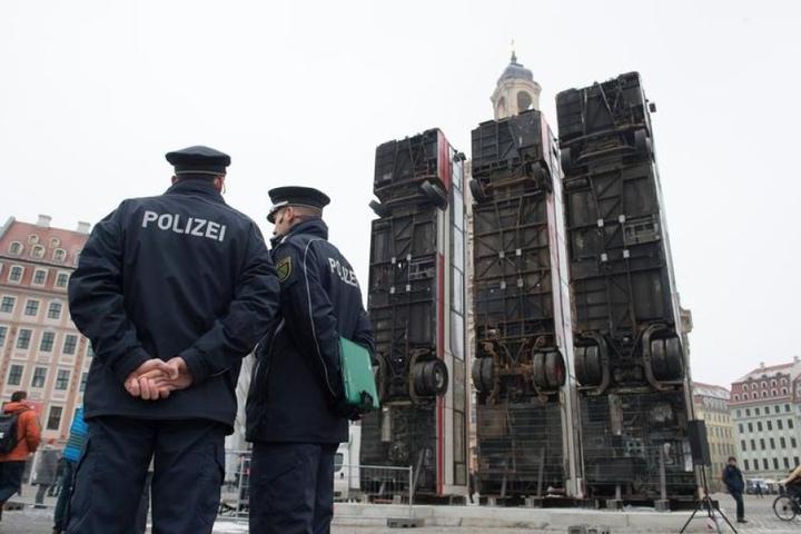 Ein Anschlag auf die Busse würde Dresdens Image schaden. Deshalb Polizeischutz!