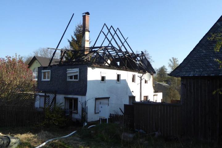 Der Dachstuhl brannte vollständig aus.