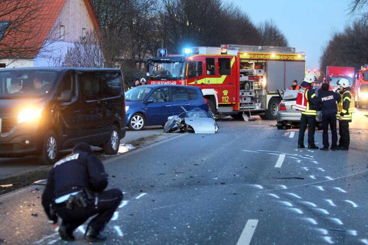 Beim Überholen krachte der 44-Jährige in das Auto der Bielefelderin.