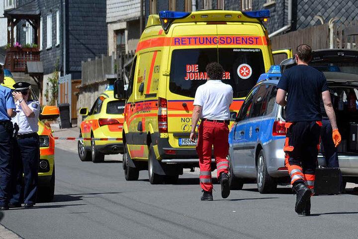 Rettungskräfte kämpften gestern um die Leben der Kinder: Für zwei kam jede Hilfe zu spät.
