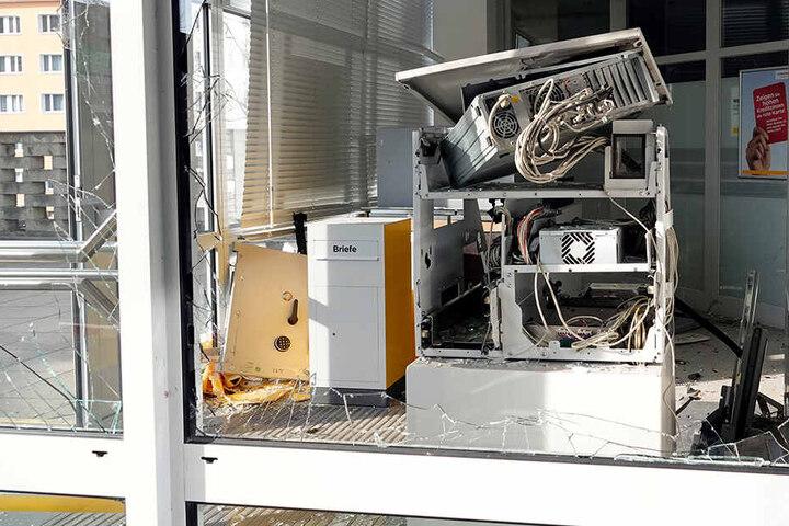 Der Automat wurde durch die Explosion komplett zerstört.