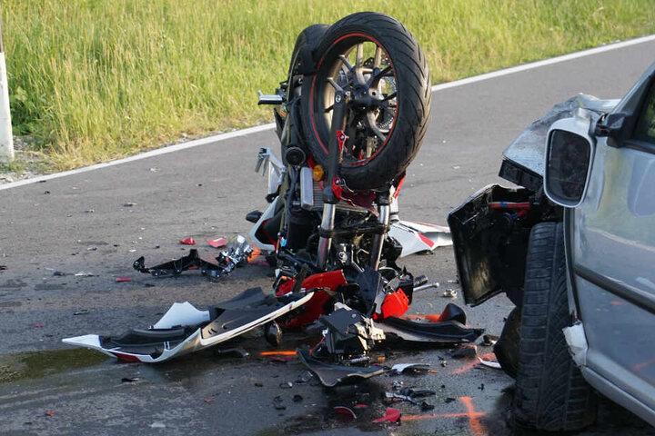 Das Motorrad wurde bei dem Crash völlig zerstört.