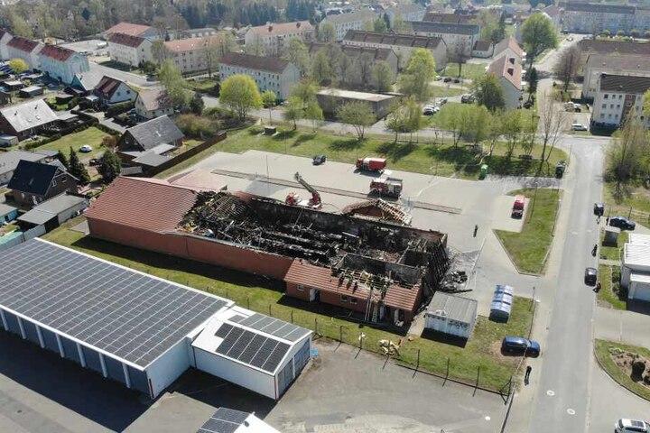 Diese Luftaufnahme zeigt das ganze Ausmaß des verheerenden Brandes.