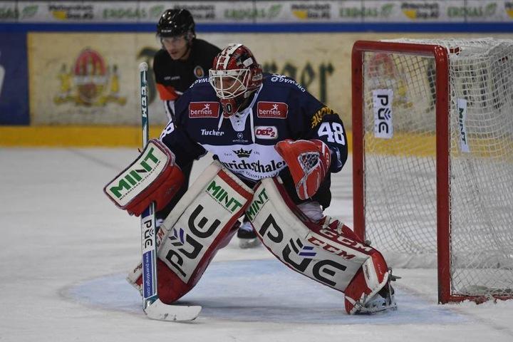 Der neue Eislöwen-Goalie Rene Swette feierte  seinen Einstand mit einem Heimsieg.